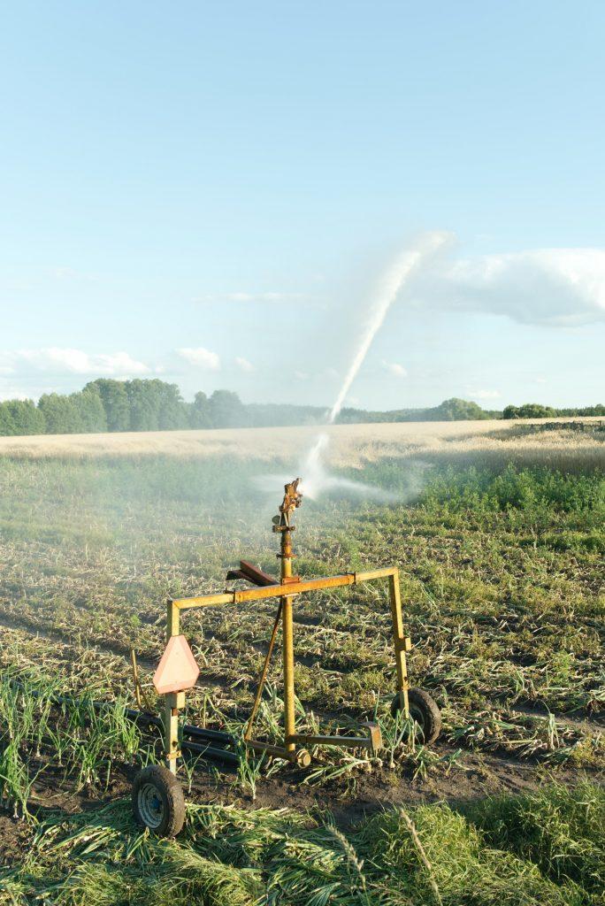 آبیاری محصولات کشاورزی